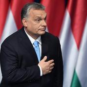 À Budapest, Sarkozy prend la défense d'Orban