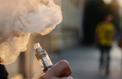 E-cigarette: les vapoteurs moins exposés aux substances toxiques que les fumeurs