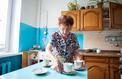La moitié des seniors qui vivent chez eux ont du mal à faire face aux tâches du quotidien