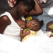 Ebola: un bébé contaminé par le lait de sa mère