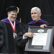 Dans une université américaine, des étudiants boycottent le discours du vice-président Mike Pence