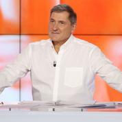 Yves Calvi reconduit la saison prochaine sur Canal+