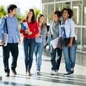 Les jeunes diplômés trouvent plus facilement un emploi, et sont mieux payés