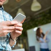 Emploi : les jeunes postulent de plus en plus avec leur téléphone portable
