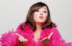 Michèle Bernier joue les folles sur scène en direct sur TF1