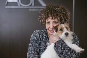 Arlette (Liliane Rovère) son chien Jean Gabin