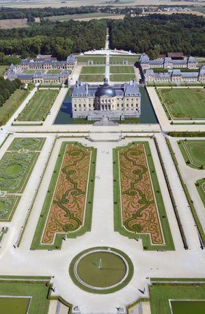 Il faut 9 millions par an aux fr res vog pour entretenir for Jardin 0 la francaise