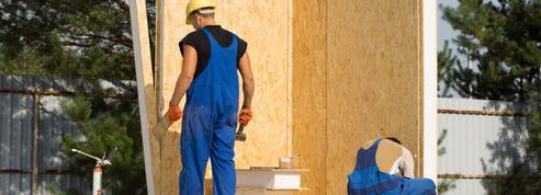 Un promoteur anglais emploie des prisonniers pour construire ses maisons