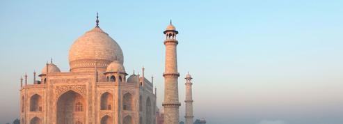La façade du Taj Mahal menacée par les fumées des verreries voisines