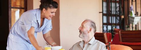 Grand âge: les Français veulent une meilleure prise en charge