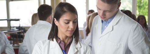 Les étudiants en médecine formés aux blessures de guerre