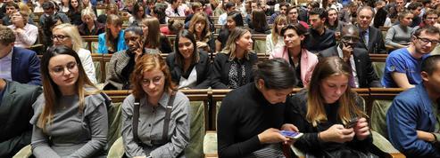 Macron à la Sorbonne : «Chaque étudiant devra parler au moins deux langues en 2024»