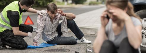 Un jeune sur deux regarde son téléphone en conduisant