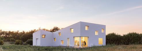 Deux maisons en bois, laquelle préférez-vous ?