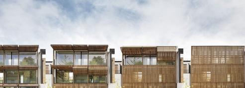 Découvrez cette maison qui respire grâce à ses façades de bois