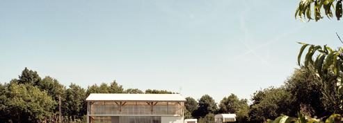 Choisirez-vous une petite maison dans le pré ou un hangar individuel ?