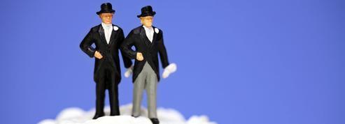 Deux amis hétérosexuels se marient pour éviter les droits de succession
