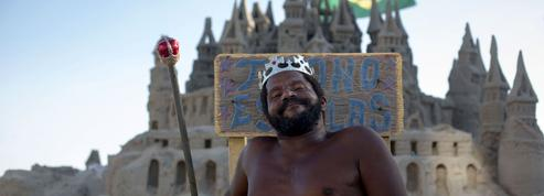 Ce «roi» brésilien vit depuis 22 ans dans son château de sable