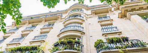 La location sur Airbnb des logements vides à Paris, un pactole d'un milliard