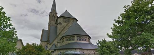 À Rennes, le clocher de cette église s'effondre après un incendie