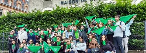 À Paris, des étudiants argentins dénoncent une «répression» suite à des manifestations pro-IVG