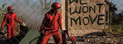 En Afrique du Sud, des milices armées sont payées pour déloger les squatteurs