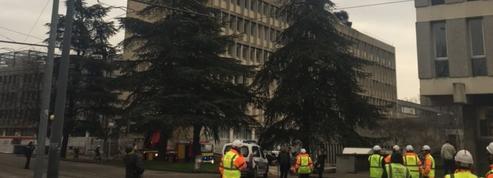Spectaculaire explosion de bonbonnes de gaz à l'université de Lyon 1, trois blessés légers