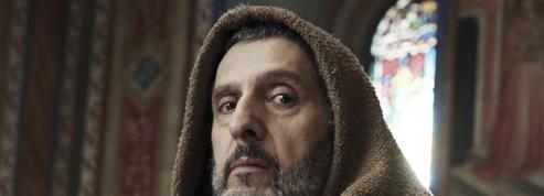 Le nom de la rose :faut-il regarder l'adaptation en mini-série du roman à succès d'Umberto Eco?