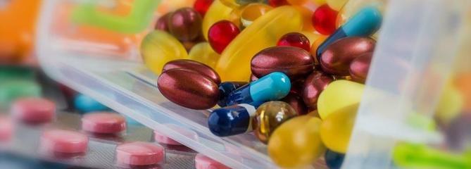 Médicaments en cocktail, des propositions pour réduire les risques