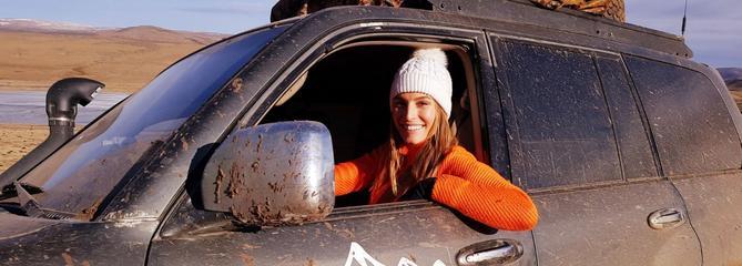 Laury Thilleman sur les routes de l'extrême pour RMC Découverte