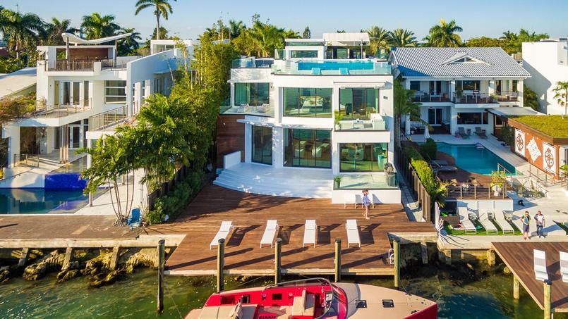 Cette maison a été mise en vente plus de 14 millions de dollars.