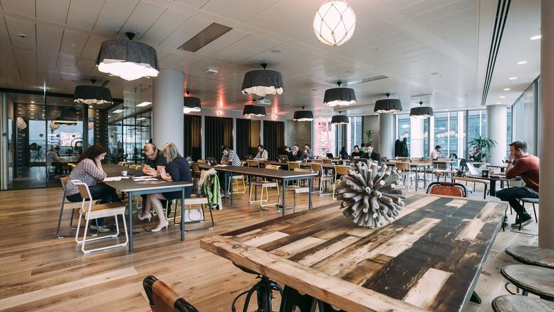 Des locaux organisés par WeWork à Londres, un salon lounge South Bank