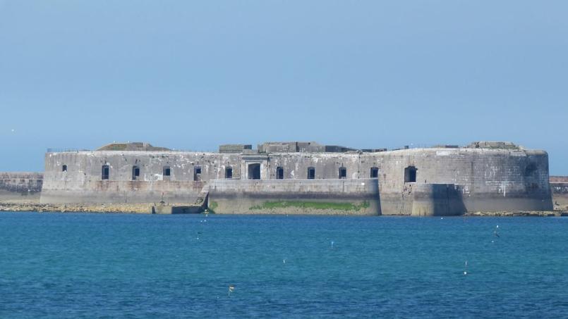 Le Fort-Chavagnac, en rade de Cherbourg (Manche)
