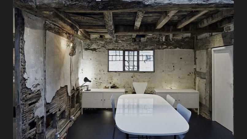 Une maison d architecte construite autour d une ruine for Architecte d