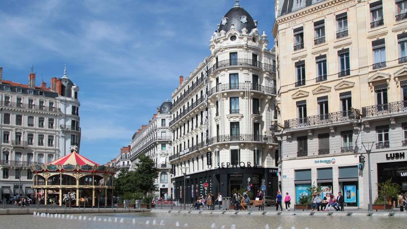 La place de la République dans le vieux Lyon. Lyon qui est la ville où la marge de négociation des prix est la plus basse de France: 1,7%.