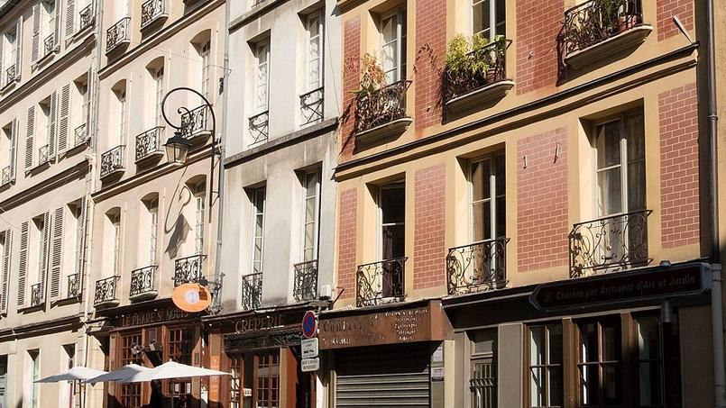 Mieux vaut faire auditer le bâtiment avant d'investir. Photo d'illustration du quartier Saint-Louis, rue du vieux Versailles.