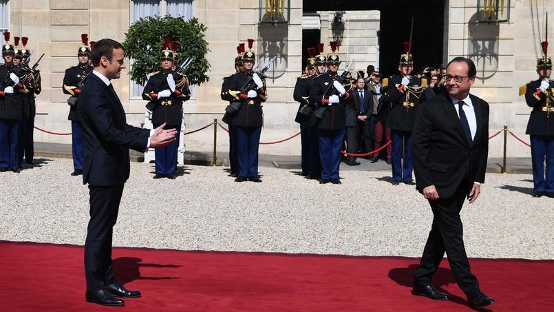 La dernière passation de pouvoir, entre Nicolas Sarkozy et François Hollande, s'est tenue le 15 mai 2012.