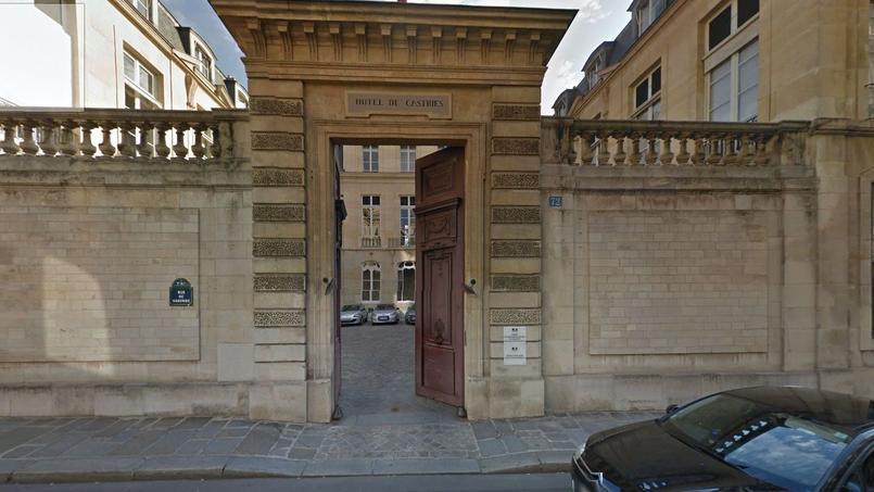 L'Hôtel de Castries.