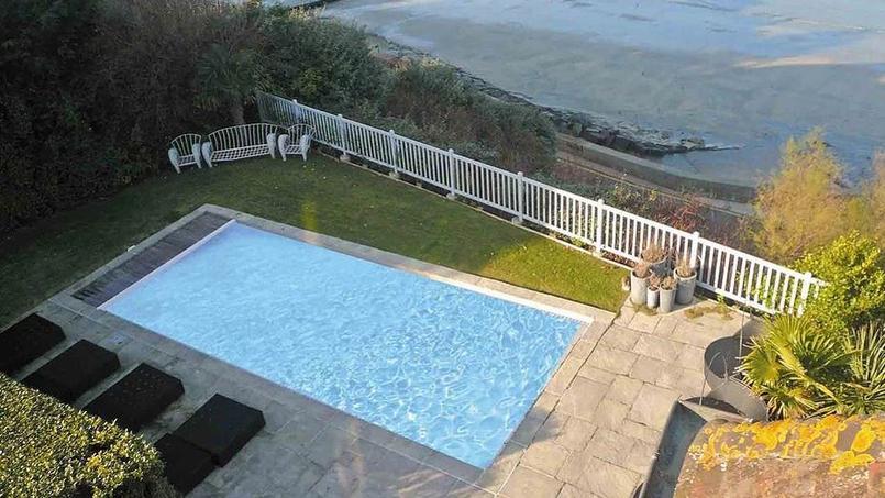Découvrez la magnifique demeure que vient d'acheter Laurent Ruquier en Normandie