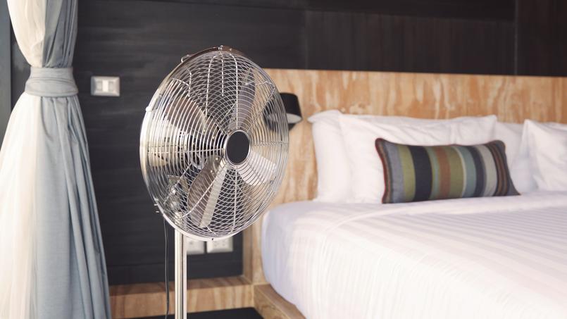 Le ventilateur fait parti de vos alliés face à cette vague de canicule. D'autres astuces dans notre article!