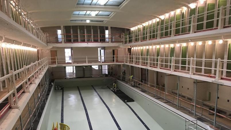 Paris un nouveau souffle pour une piscine art d co for Piscine des amiraux