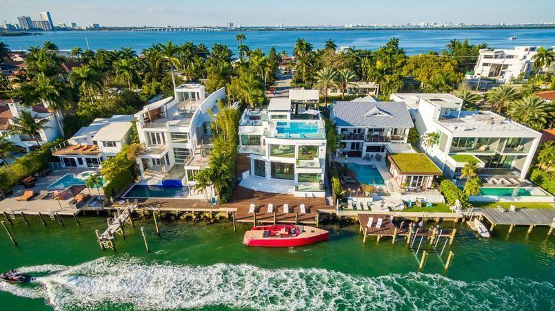 Cette photo carte postale vous fait rêver? Direction Miami dans une villa design à plus de 14 millions de dollars.