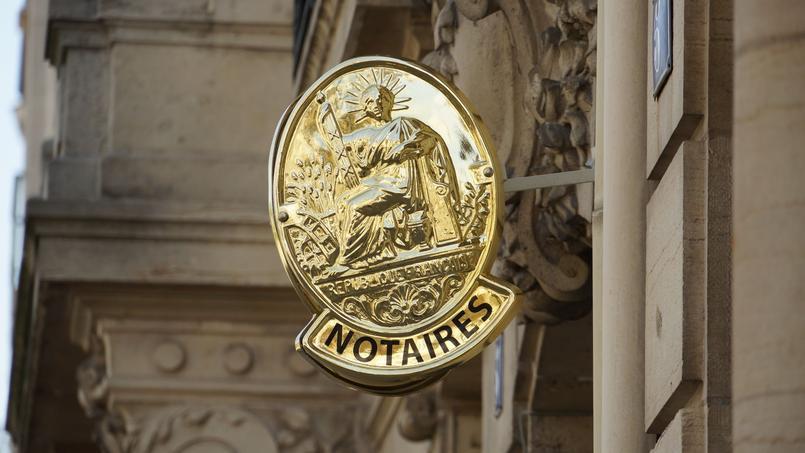 Les droits de mutation, improprement appelés frais de notaires, pèsent en moyenne 7 à 8% du prix d'achat d'un bien immobilier.