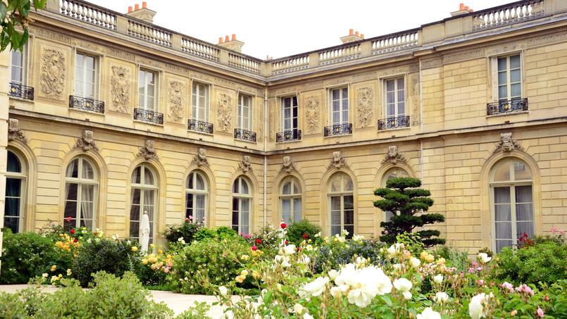 Il faudra attendre pour voir un Palais de l'Élysée un peu plus moderne