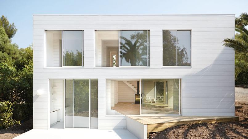 deux maisons en bois laquelle pr f rez vous. Black Bedroom Furniture Sets. Home Design Ideas