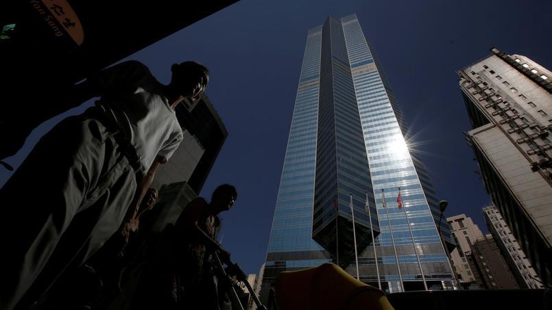 The Center est le 54e gratte-ciel le plus haut du monde