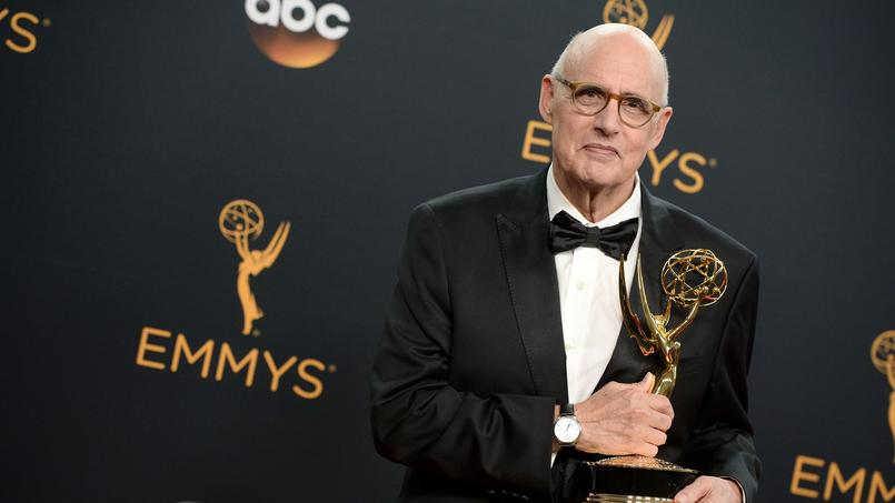 Jeffrey Tambor et son Primetime Emmy Awards remporté en 2016