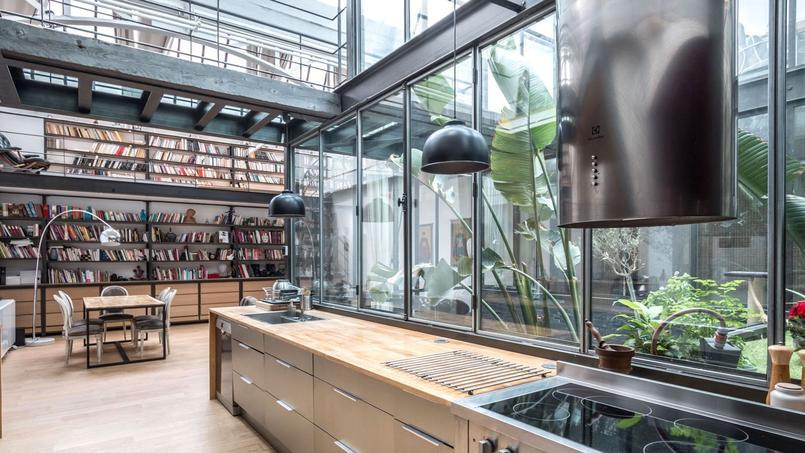 à montreuil ce loft de 210 m² sous verrière installée dans une ancienne usine de chauffe eau est à vendre pour 11 million deuros