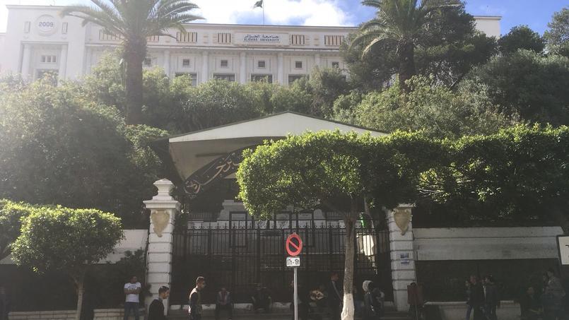 Internet est coupé en Algérie pour éviter les fuites du bac