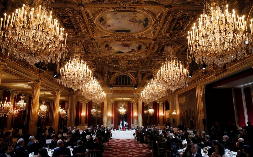 French President Emmanuel Macron and Lebanese President Michel Aoun attend a state dinner at the Elysee Palace in Paris